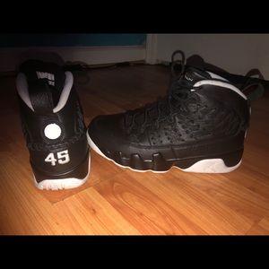 Air Jordan 9 Retro Pinnacle 'Baseball Glove Black'